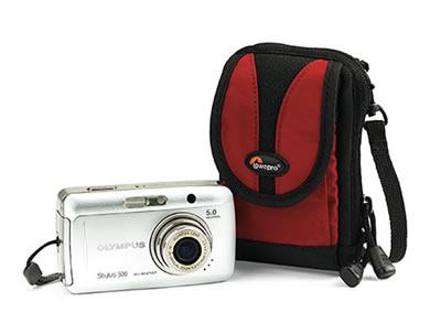 Az övre és vállra akasztható vászontokok ideális védelmet nyújtanak a  fényképezőgépeknek. Egyes modelleket esővédővel is elláttak. 83984a99db